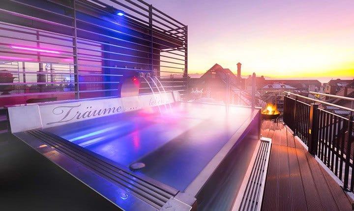 Handgefertige Alpenlounge Sauna auf dem Dach vom Hotel Helvetia