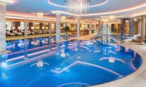 6.500 m² Wellnesslandsachaft mit Hallenbad im Hotel Jagdhof